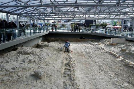 Οι αρχαιολογικές ανασκαφές στον σταθμό του Αιγάλεω.
